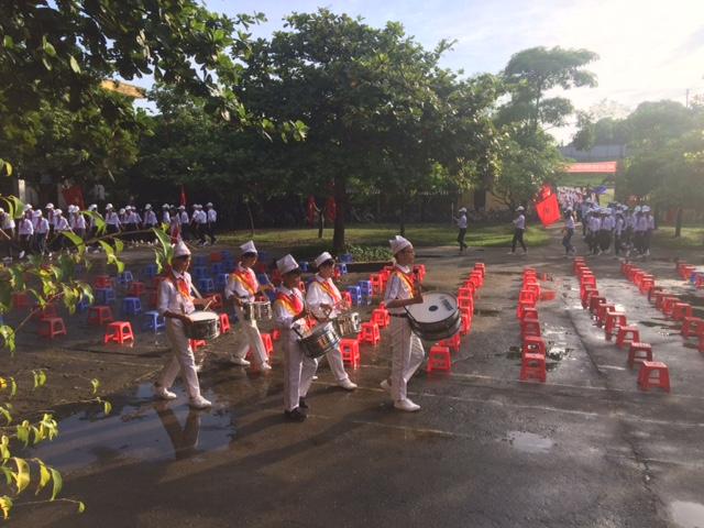 Học sinh diễu hành trong Lễ khai giảng