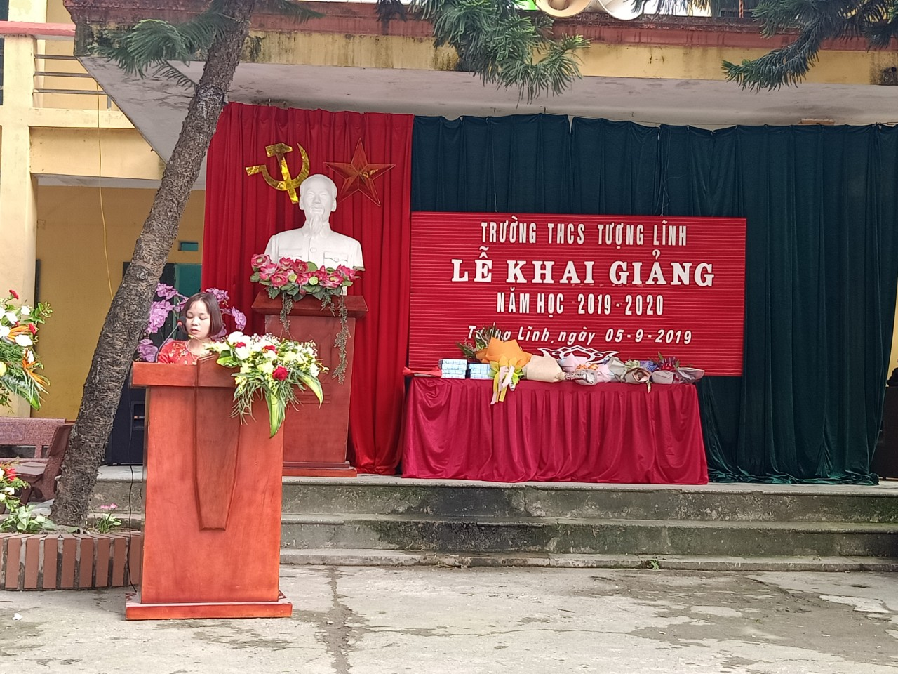 Cô: Trương Thị Huệ - đại diện CBGV phát biểu cảm xúc