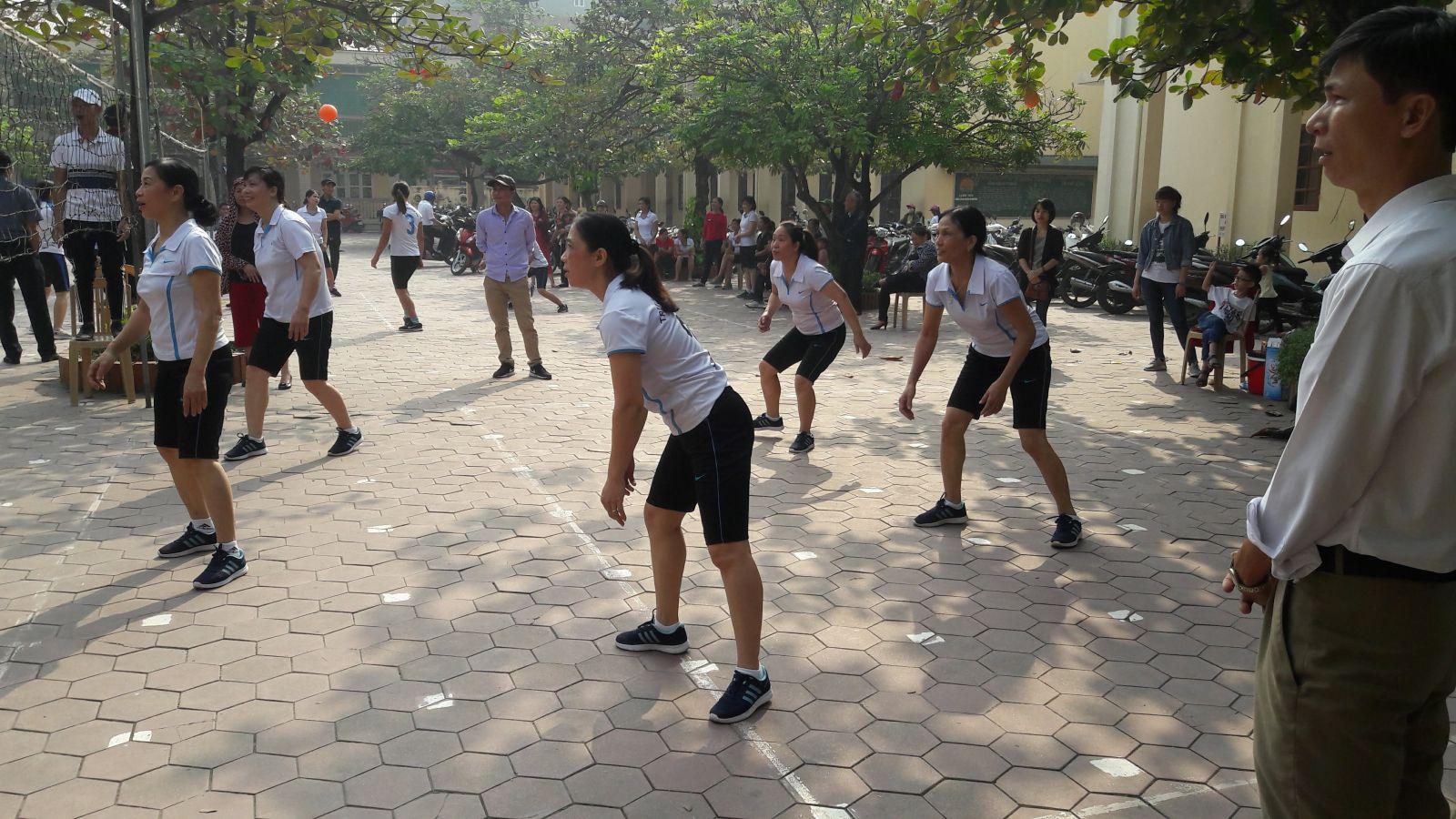 Bóng chuyền hơi nữ TH Thanh Tuyền