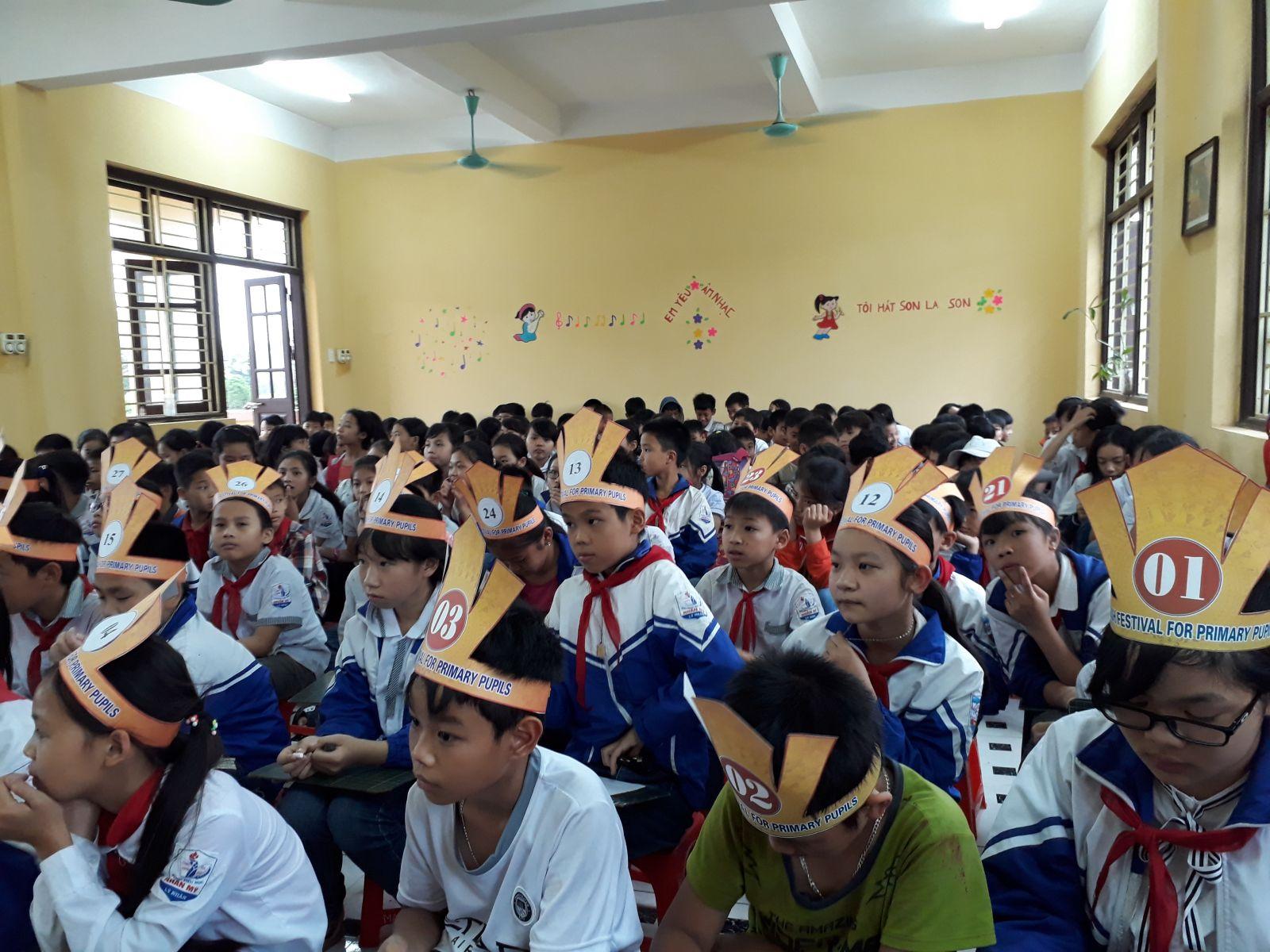 Description: E:NAM HOC 2017-2018RUNG CHUONG VANG20180427_155636.jpg