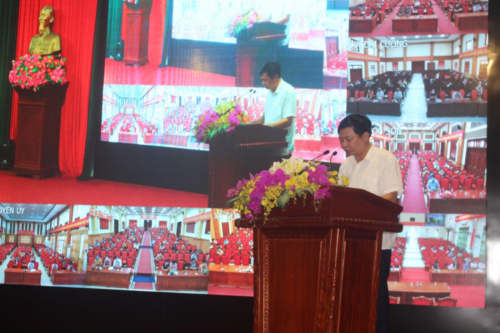 Đồng chí Trần Ngọc Thành HUV, Trưởng Phòng Giáo dục và Đào tạo tiếp thu ý kiến của lãnh đạo huyện ủy