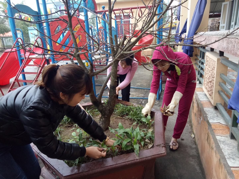 Hưởng ứng phong trào' Tết trồng cây' của đoàn viên trường Mn Liêm Chung.