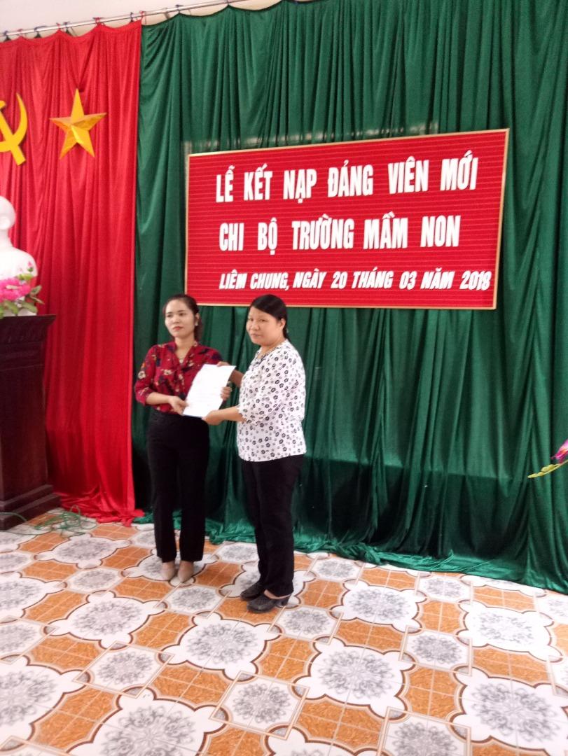 Chi bộ trường MN Liêm Chung đẩy mạnh công tác phát triển Đảng