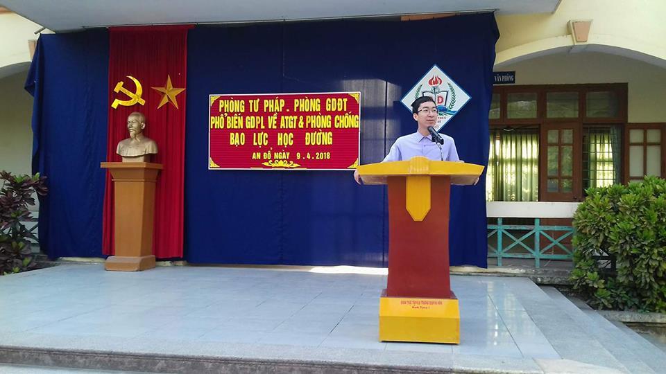 Cán bộ sở tư pháp tỉnh Hà Nam tuyên truyền phổ biến giáo dục pháp luật về ATGT và phòng chống bạo lực học đường tại trường THCS An Đổ