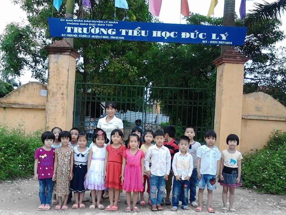 Hoạt động ngoại khóa (Trẻ đi thăm trường tiểu học)