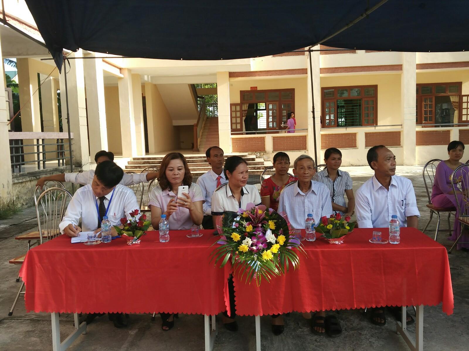 Lãnh đạo Đảng, HĐND, UBND, các ban ngành đoàn thể xã Liêm Thuận về dự buổi lễ khai giảng