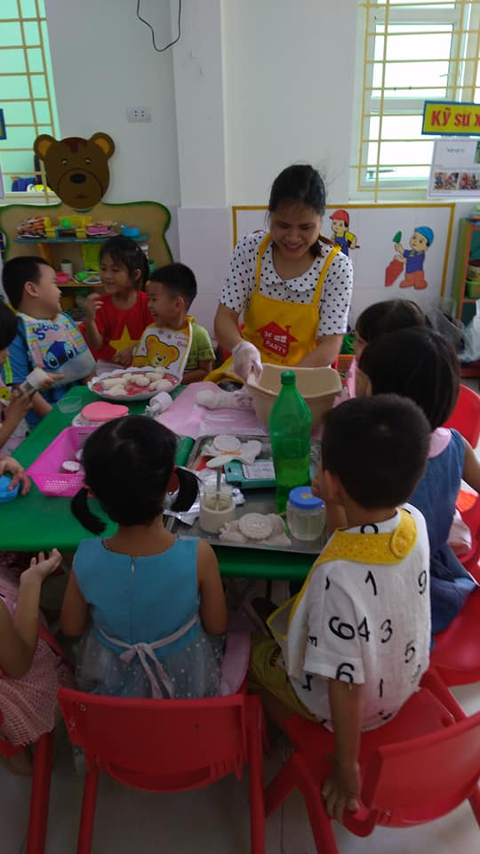 Trường mầm non Liêm Chính tổ chức cho trẻ trải nghiệm