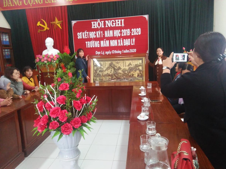 Trường Mầm non xã Đạo Lý đã tổ chức chia tay đồng chí Vũ Thị Hằng hiệu trưởng trường mầm non xã Đạo Lý về nghỉ hưu