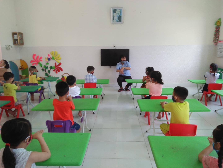 Thực hiện theo công văn số 259/PGDĐT-NGLL ngày 29/4/2020 tất cả học sinh lớp 5 tuổi đã trở lại trường để đi học trở lại sau những ngày nghỉ phòng chống covid-19