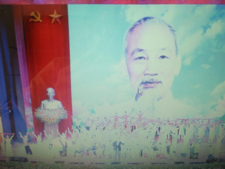 Chủ Tịch Hồ Chí Minh vĩ đại sống mãi trong sự nghiệp của chúng ta