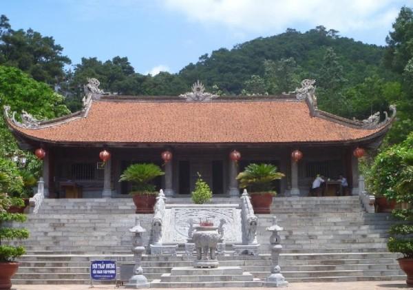 Đền thờ Nguyễn Trãi- danh nhân văn hoá, nhà tư tưởng vĩ đại, nhà thơ lớn của dân tộc.